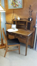 Vintage 70s Desk or Vanity + Chair #2504-2 in Camp Lejeune, North Carolina