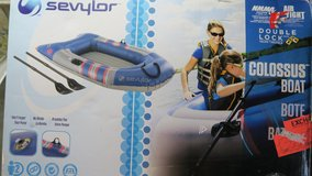 SAVYIOR  INFLATEBLE BOAT NEW IN THE BOXS in Okinawa, Japan