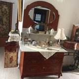 old marble top drawer chest with mirror clean and good condituons in Wiesbaden, GE