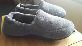 NEW - Isotoner Microterry Memory Slippers Size 13-14 in Fort Leonard Wood, Missouri