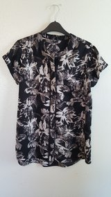 Vera Wang Womens black/white Floral blouse in Dyess AFB, Texas