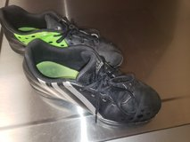 Soccer shoes size 6 in Naperville, Illinois
