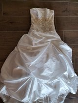Wedding Dress with Peticoat and Hanging Bag, Size 2 in Alamogordo, New Mexico