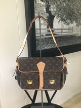 Louis Vuitton Look Alike Purse - Never Used in Chicago, Illinois