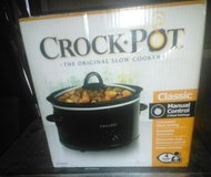 New. Crockpot 4quart + book in 29 Palms, California