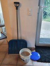 Snow shovel, salt included in Ramstein, Germany