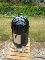 "Smokey Mountain Cooker Smoker 18"" Grill in Ramstein, Germany"