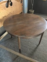 Wood round table in Alamogordo, New Mexico