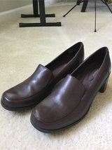 New Woman's Shoe sz 11 in St. Charles, Illinois