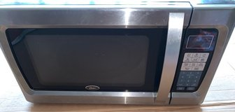 Microwave 1100 watt Oster in Kingwood, Texas