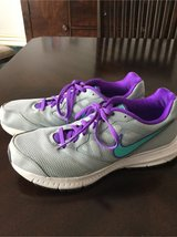 Women's Nike shoes sz 11 in St. Charles, Illinois