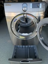 SAMSUNG ELECTRIC DRYER WITH PEDASTAL in Travis AFB, California