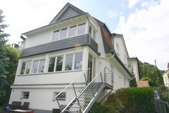Large modern house with garage, 4 BR- 25 min to Clay in Wiesbaden, GE