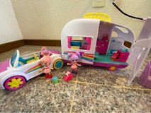Shopkins Happy Places Beach Convertible and Camper Set in Okinawa, Japan