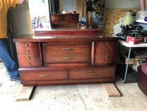 dresser and chest dresser in Bolingbrook, Illinois