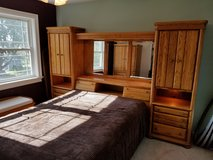 2 Piece Queen Bedroom Set in Batavia, Illinois