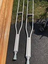 Crutches (adult) in Naperville, Illinois