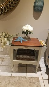 COUNRTY COTTAGE /SIDE TABLE in Fort Campbell, Kentucky