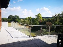 Large home with garage in Wiesbaden - 20 min to Clay in Wiesbaden, GE