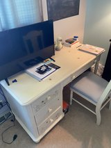 solid wood desk for a girl in Naperville, Illinois