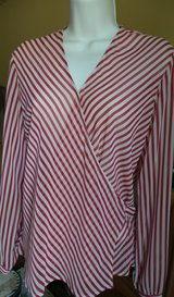 NINE & COMPANY STRIPE RED & WHITE WRAP TIE BACK LONG SLEEVES SIZE SMALL in Plainfield, Illinois