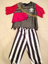 Pirate costume kids  size Small in Chicago, Illinois
