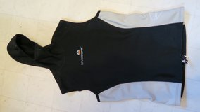 wet suit top 1mm ML good for an opproximently 5' tall person in Okinawa, Japan