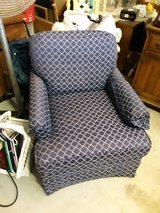 Swivel Rocker Good Condition in Beaufort, South Carolina
