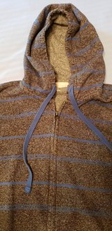 Teen Boy or Girl Large Hoodie Zip Front EUC in St. Charles, Illinois