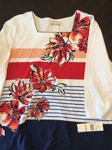 New Women's Shirt sz 2X in Westmont, Illinois