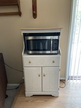 Microwave 1000w and cabinet in Tinley Park, Illinois