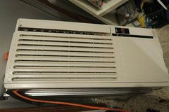 japanese window & portable air conditioner & remote / clean new condition in Okinawa, Japan