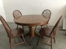 Dining table w/chairs in Fort Campbell, Kentucky