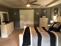 White bedroom set (Queen) in Tacoma, Washington