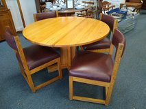 Round Oak Table and 4 Chairs in St. Charles, Illinois