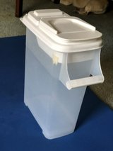 Medium-sized Container for Dry Dog/Cat/Bird Food in Travis AFB, California
