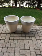 2 matching large flower pots in Bolingbrook, Illinois