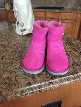 UGGS CLASIC BOOTS in Oswego, Illinois