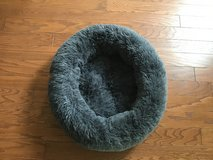 Pet Bed. Deluxe. Gray, Clean, Machine Washable. Like New! in Beaufort, South Carolina