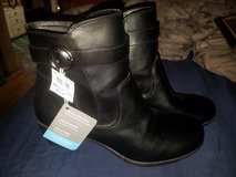 Womens 9.5w memory foam comfort plus ankle high boots NWT in Fort Riley, Kansas