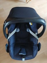Maxi Cosi Carseat with Base and Infant Insert in Ramstein, Germany