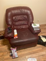 leather oversized recliner in Fort Campbell, Kentucky