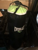 everlast 70lbs punching bag in Chicago, Illinois