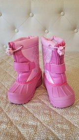 snow boots toddler size 6 in Naperville, Illinois