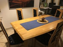 Dining room table and ten chairs in Stuttgart, GE