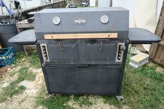 pakage deal double grill in good condition & lighter fluids / charcoals bags in Okinawa, Japan