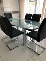 Extendable glass table with chairs in Ramstein, Germany