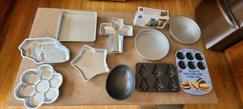 11 Wilton bake baking pans in Wheaton, Illinois