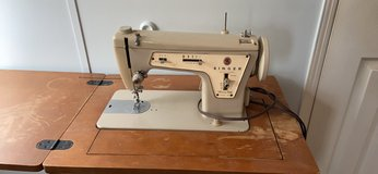 Vintage singer sewing machine w chair in Houston, Texas