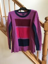 Tommy Hilfiger Sweater in Bolingbrook, Illinois